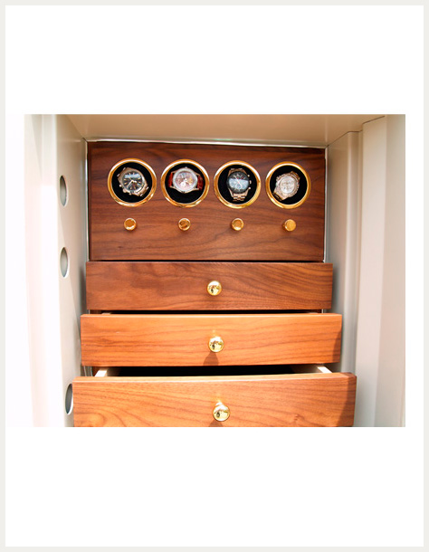 Safes with displays